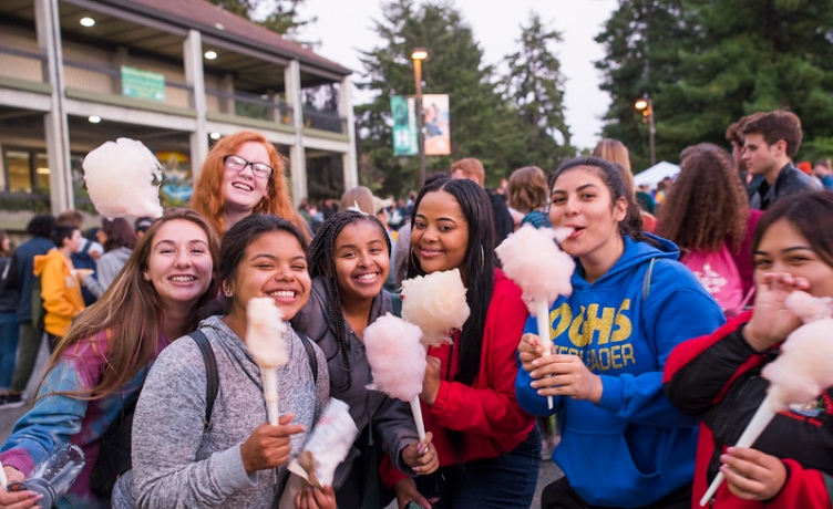 Students in a crowd on the Quad eating cotton candy